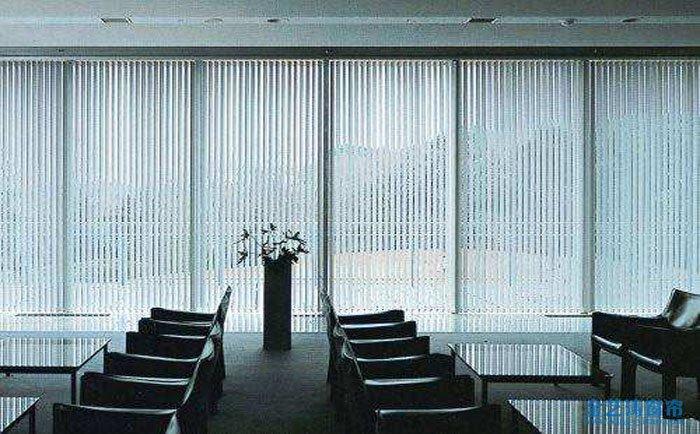 斜窗窗帘做法_办公室窗帘用哪种好?办公室窗帘用布的还是百叶窗?